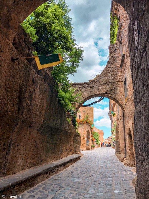 Civita di Bagnoregio - Scorcio del borgoIngresso del borgo