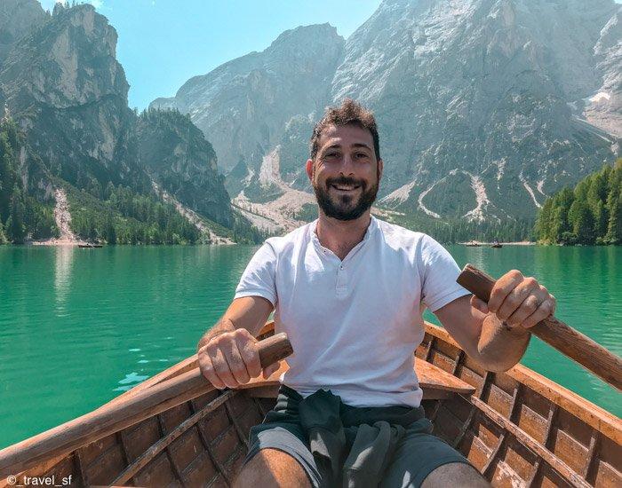 Dolomiti: simone in barca